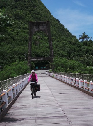 Crossing the Donghe bridge