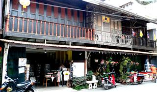 Chanthaboon_Waterfront_shop_houses