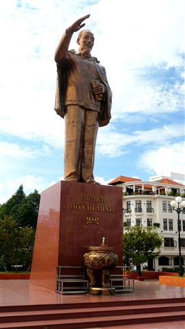 Ho_Chi_Minh_statue