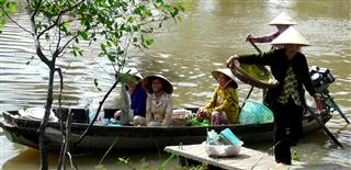 Ladies_in_a_boat