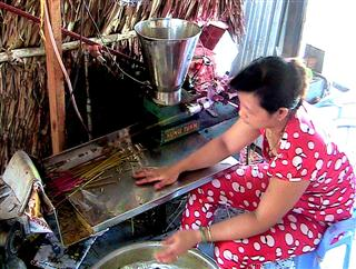 Making_incense_sticks
