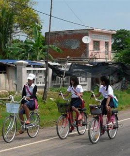 School_girls_cycling