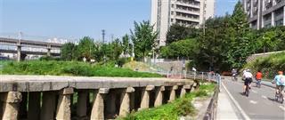Old bridge on Han river