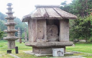 Unju Sa Buddha and Pagoda