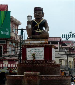 Ta_Khamau_statue