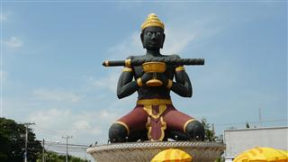 King_Dambong_statue