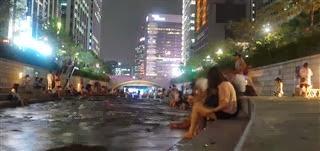 Cheonggye Stream at night