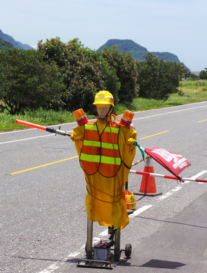 Automated roadwork dummy